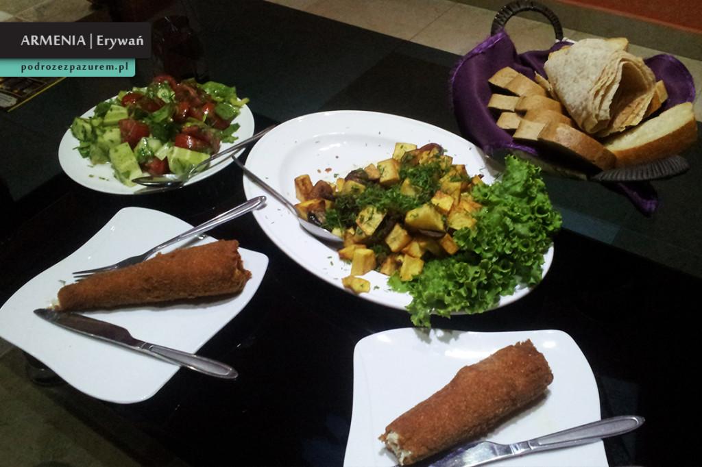 _1_nasz pierwszy obiad w Armenii